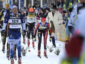Katerina Smutna går mot segern i damklassen, samtidigt som Britta Johansson Norgren stängs av flertalet herråkare.