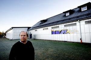 Per-Erik Kjellberg, vd hos Belab ventilation, har tröttnat på klottret och utfäster nu en belöning på 30 000 kronor till den som kan tipsa polisen om vem klottraren är.
