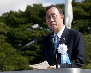Minnesstund. Ban-Ki-Moon talade i fredsparken under den ceremoni som markerade att 65 år har gått sedan kärnvapenbombningen av Hiroshima. FN:s generalsekreterare var bara en av flera gäster som för första gången deltog i minnesstunden.