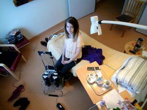 Tove Jenssen på Östersunds sjukhus med det konstgjorda hjärtat. Nu har hon fått ett nytt hjärta.