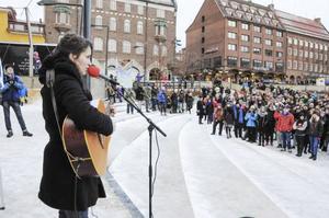 Jonna Hylén spelade den politiskt färgade sången