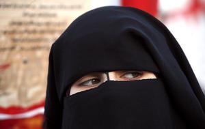 Det heltäckande plagget niqab passar inte alla arbetsplatser.