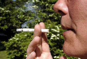 Tobaksbolagen försöker att via olika event locka nya unga människor in  i rökningsfördärvet. Det måste stävjas till varje pris, genom regelrätta ingrepp om så krävs.