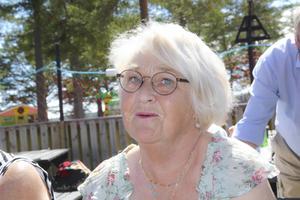Margitta Eriksson njuter av solen på Stenö camping.