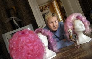 LARS-ÅKE AU NATUREL. Artisten och kläddesignern Lars-Åke Wilhelmsson fyller 50 år i dag och är snart lika gammal som sin rollfigur Babsan, 52.