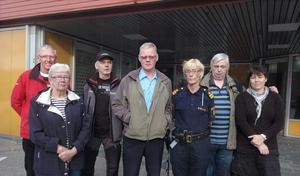 Kent Borlid, Ingrid Frid, Sven Berg, Olle Eklund, Helena Sundberg, Erik Sandqvist och Anna-Lena Högberg tycker det känns vemodigt att polisstationen i Edsbyn nu stänger.