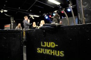 På fredag och lördag ska årets tävlanden i Musik Direkt göra upp om finalplatser. Under måndagskvällen kunde de testa hur de lät, och göra en regelrätt soundcheck.