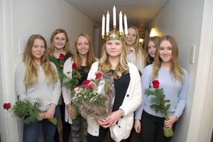 Torps lucia 2015 heter Josefin Persson. Tärnor från vänster heter Sigrid Lindberg, Matilda Strand, Ronja Karlsson, Bianca Bohlin, Sara Köpsén och Jonna Sjödin.