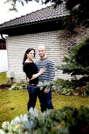 Tog nytt namn. Nära Carolina och Tobias Winterliv skulle gifta sig ville de hatt ett nytt namn. Valet föll på Winterliv, eftersom de älskar vintern och livet.