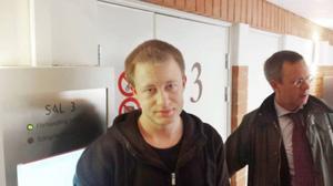 Nisse Sandqvist (V) var en av de som hotats.
