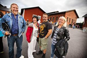 Tomas Djurhed, Carolin Forsberg, Peter Forsberg och Christina Djurhed gladdes åt den höga nostalgifaktorn.