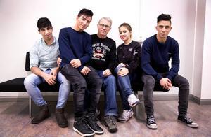 Mateulah Asiz, Nasrullah Ahmadi, Leif Hadefjell, Marzieh Akbarie och Asad Bayat. Alla ungdomarna är ensamkommande flyktingbarn från Afghanistan och bor på Migrationsverkets hvb-hem i Dvärsätt. De tre killarna har Leif Hadefjell som god man. Genom projektet