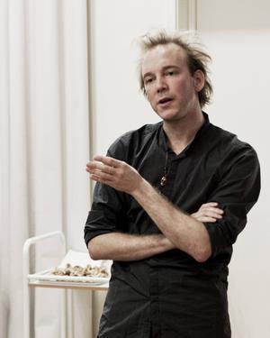 Moqi Simon Trolin regisserar det dansksvenska blodbadet på Hipp i Malmö.