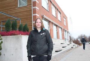– Då jag bor i Hofors skulle en flytt till Falun vara bra för mig men en katastrof för Borlänge, säger Emma Skog som studerar Personal & Arbetsliv i Borlänge.