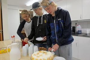 Oliver Morenus (Kiruna), Gustaf Rönning (Falun) och Alexander Larsson (Sundsvall) bor och trivs bra på Campus Storbyn.
