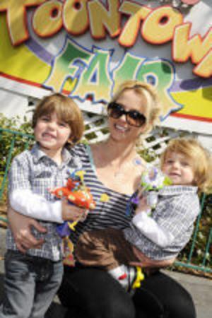 Britney Spears tillsammans med sönerna Sean Preston och Jayden James.