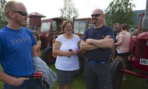 – Det är roligt när det händer något, säger Annethe Sundin från Långå. Här tillsammans med Jörgen Larsson från Tännäs och Egon Grundén från Långå.