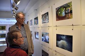 Bra respons. Jättefina bilder tycker besökaren Inger Nordlander om Eddy Arthurssons och Jonas Peterssons fotografier.