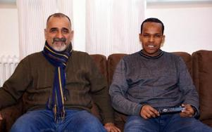 Frändskapare från vänster: Abdulnaser Rashed och Mahdi Barow.FOTO: HELENA FORSBERG