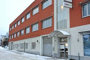 Nimag Projekt AB vann kommunens upphandling att bygga om på Norra Järnvägsgatan för Scenkostbolaget. Nu är bolaget försatt i konkurs med stora skulder.