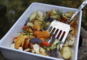 Alla grytor behöver inte innehålla kött. Rostade rotsaker är en härlig grund till en helt vegetarisk vintergryta.    Foto: Dan Strandqvist