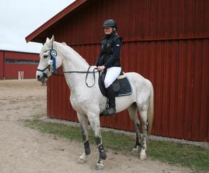 Vinnare klass 2 Has Alexandra Berglund på hästen Soprano.