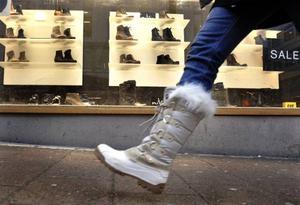 Att torka av skorna hör till god etikett, tycker Inga-Lill Cliffoord.