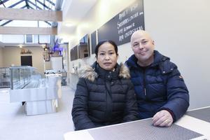 Andreas Bäckström och Arunee Tolek har klart med det mesta inför premiären på fredag då Ludvika får sin första specialbutik för fisk på åtminstone 50 år.