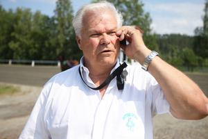 Sven-Olov Lindman är inne på sitt femte decennium som sportchef i Hoting. Eldsjälen känner fortsatt glädje med jobbet – en förutsättning för att kunna fortsätta.