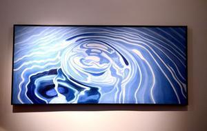 Göran Hedberg har vattentema i de flesta av sina målningar som finns med på utställningen.