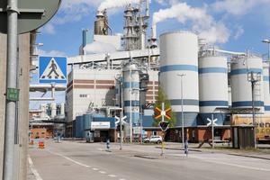 Cirka 200 entreprenadfirmor fanns på Billerud Korsnäs område under fabriksstoppet tidigare i höst. Flera av dem saknar kollektivavtal och det vill facken få ändring på.