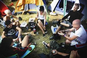 Hårdrockare från både Stockholm, Värmland och Göteborg samlas på campingen.