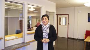 Nettan Roth jobbar i kommunhuset i Skinnskatteberg. Trots bombhotet på morgonen känner sig hon trygg.