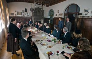 Åklagaren Johann Radmann (Alexander Fehling) tillsammans med journalisten Thomas Gnielka (André Szymanski) förmår inte byborna på en ort i Tyskland i början av 1960-talet att avslöja var en känd nazist håller till.