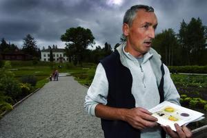 Äppelkunnig. Bruno Pedoux har arbetat som trädgårdsmästare i Stabergs fruktträdgård i tre år.