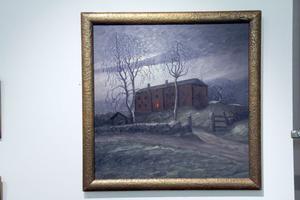 Per Engström kunde trolla med ljuset. Med på utställningen finns denna trolska målning med en gård på sin höjd.