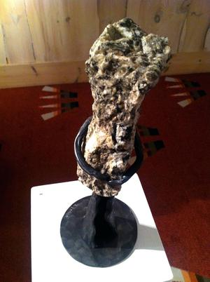Peter Hedmans skulpturer har ett naivt uttryck.