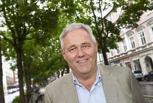 Anders W Jonsson dagpendlar mellan riksdagshuset och gården i Vinnersjö. Att komma hem är avkoppling, även om det kan innebära telefonmöten på kvällarna. Men mer än en mandatperiod i riksdagen blir det nog inte.