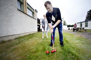 Rött klot eller grönt? Sandra kristiansson spelade krocket med Thomas Karlsson.