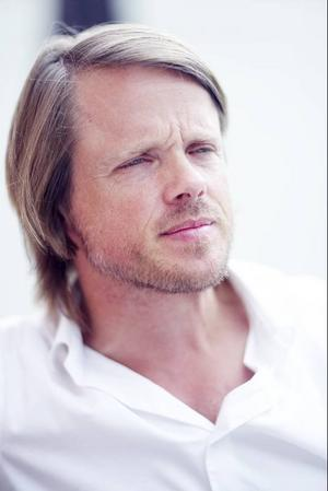 Jämtlandsfödde Jens Assur vill med fotoprojektet Hunger skapa debatt om hur miljön och ekonomin kan fungera tillsammans.
