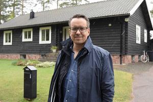 Oskar Lundgren ser bara positivt på att huspriserna stiger i Vansbro, folk vågar investera och det blir en ökad rörlighet på fastighetsmarknaden.