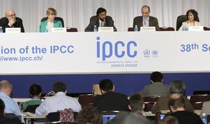 Det genompolitiserade FN-organet IPCC sätter med sina rapporter agendan i den politiska skendebatten. Men skillnaden mellan IPCC:s framtidsscenarier och verkliga observationer ökar nu år för år, skriver Sigvard Eriksson.