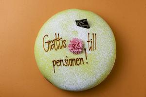 Sverige behöver ett uppdaterat pensionssystem som är mer följsamt och inte slår till som en rävsax med jämna mellanrum. Och så vi måste ställa om kursen för den ekonomiska politiken – bort från fortsatt ökade klyftor – mot ett jämlikare samhälle där vi håller ihop, skriver Kalle Olsson som kandiderar till riksdagen för Socialdemokraterna.