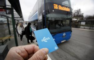 En och samma taxa i hela länet tar bort de krångliga zonerna och gör det lättare att resa, skriver Erika Ullberg.