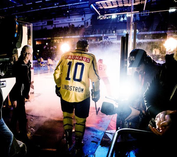 Fullsatt – 5 500 åskådare i Behrn arena fick se en svensk seger mot Tjeckien.