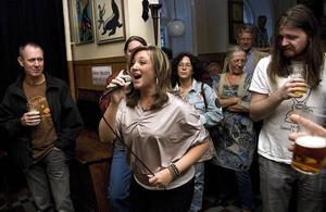 Barrio Latino Blues vävde skickligt ihop ett halvt dussin stilar på CC–Puben i söndags.