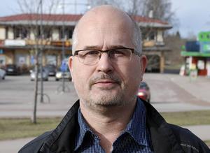 Stefan J Eriksson (M).