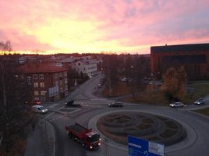 Brunflovägen, Rådhusgatan och rondellen vid Stora kyrkan på torsdagsmorgonen.