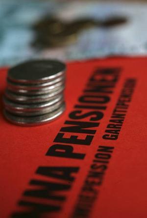 Regeringen måste se över pensionerna.