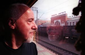 Vem har inte drömt om att ge sig från allt och alla för att söka den stora kärleken? skriver Mats Lönnerblad apropå Paulo Coelhos bok